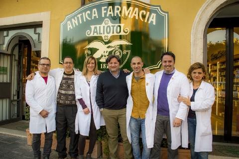 Francesco Alioto e alcuni dipendenti