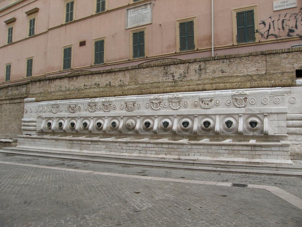 Fontana delle 13 cannelle