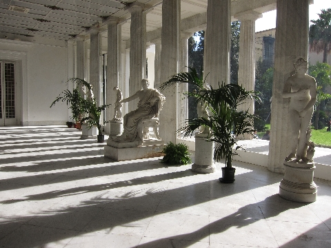 Villa Pignatelli, portico